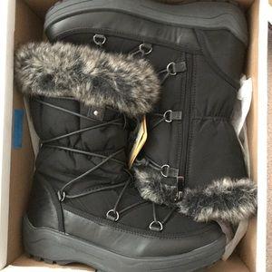Shoes - Brand new winter wanderlust black boots